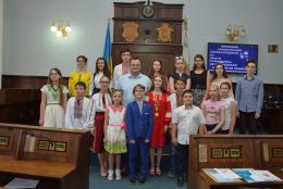 У Чернівцях діти виступали у сесійній залі і побули на місці мера (фото)