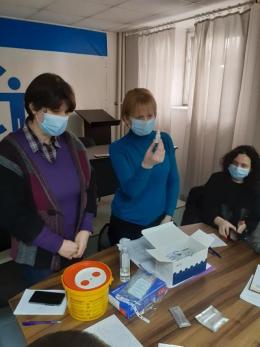На Буковині сімейних лікарів навчили, як робити швидкі тести на коронавірус.