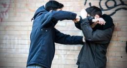 У Чернівцях п'яний школяр жорстоко побив юнака через ревнощі