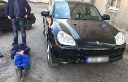 """У Чернівецькій області поліція затримала групу озброєних квартирних крадіїв-""""гастролерів"""""""