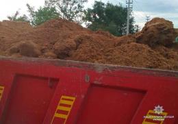 На Буковині поліція зупинила незаконне вивезення 40 тонн глини (фото)