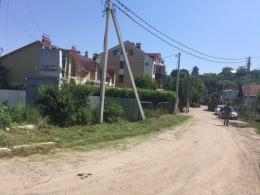 На Лібавській у Чернівцях бетонозмішувач збив стовп і пошкодив трансформатор (фото)