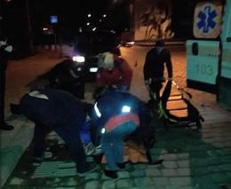 У Чернівцях 20-річну дівчину, яку збив мікроавтобус, госпіталізували з мозковою комою