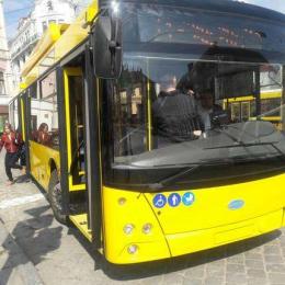 У Чернівцях до віддаленого району Садгора запустили ще два нові тролейбуси на автономному ходу