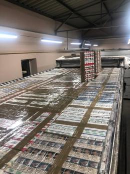 На Буковині прикордонники виявили вантажівку з прихованими сигаретами на майже два мільйони гривень (фото)