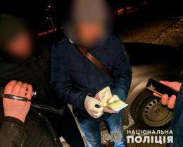 Правоохоронці затримали на хабарі посадовця чернівецького комунального підприємства