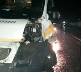 На Буковині в карету швидкої допомоги врізався джип