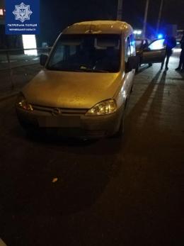 У Чернівцях п'яний водій пропонував поліцейським хабар (фото)
