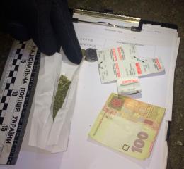 У Чернівцях затримали іноземця з наркотиками (фото)