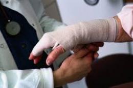 На Буковині під час пожежі чоловік отримав опіки рук