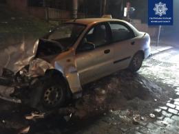 У Чернівцях п'яний водій зіткнувся з таксі й намагався втекти (фото)
