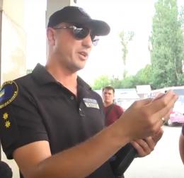 На Буковині в поліції розповіли, що водій вантажівки, який наїхав на інспектора, був тверезий