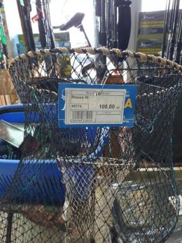 """У Чернівцях на """"Калинці"""" оштрафували продавця заборонених рибальських сіток (фото)"""