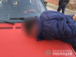 На Буковині поліція упродовж години затримала трьох осіб, які скоїли розбійний напад
