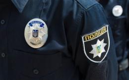 Двох поліцейських з Буковини звинувачують у побитті чоловіка на блокпості на Луганщині