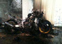 У Чернівцях в гаражі згорів мотоцикл «Хонда»