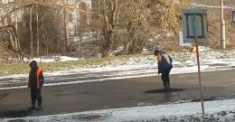 У МіськШЕПі пояснили, чому у Чернівцях латають ями взимку