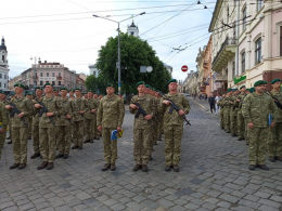 У центрі Чернівців прикордонники урочисто склали присягу на вірність народу України (фото)