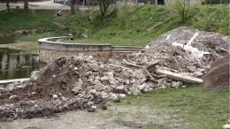 У Чернівцях парку підприємець висипав гори будівельного сміття