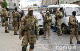 У поліції прокоментували гучне затримання квартирних злодіїв у Чернівцях (фото)