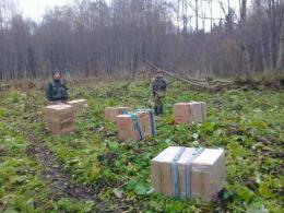 На Буковині контрабандисти залишили 18 ящиків сигарет