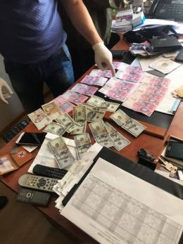 У Чернівцях посадовця спецзв'язку арештували за хабар, призначивши заставу в півмільйона