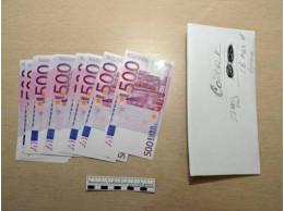 20-річна дівчина викрала конверт з валютою