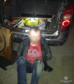 На Буковині затримали водія, що перевозив пістолет у салоні автівки (фото)