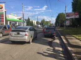 У Чернівцях на Головній зіткнулися «Toyota Prius» та «Жигулі» (фото)