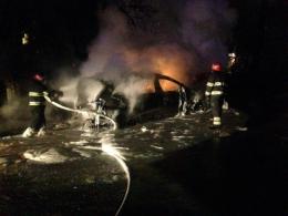 У Чернівцях на проспекті вщент згоріло авто (фото)