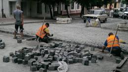 У Чернівцях відновили ремонтні роботи на вулиці Богдана Хмельницького