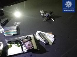 У Чернівцях затримали п'яного водія зі зброєю (фото)