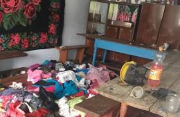 На Буковині поліція виявила трьох дітей, яких мати покинула в бруді та з вошами (фото)