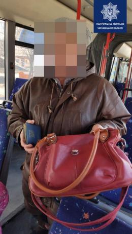 """У Чернівцях через жінку, яка забула сумку в тролейбусі, """"підняли на вуха"""" всі спецслужби міста"""