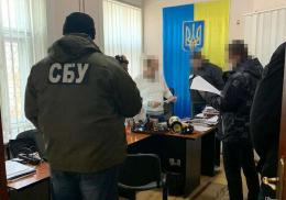 На Буковині викрили працівників міграційної служби, які брали хабарі за виготовлення паспортів (фото)