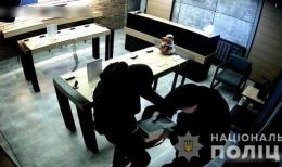 Двох зловмисників, які обікрали магазин техніки у Чернівцях, взято під варту