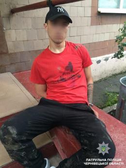 У Чернівцях нетверезий водій намагався втекти від патрульних (фото)
