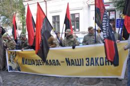 Активісти пікетували Генконсульство Румунії у Чернівцяіх (фото)