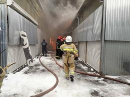 """Через масштабну пожежу на """"Калинці"""" люди рятують свій товар (фото)"""