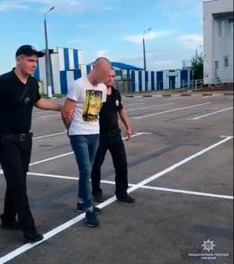 На Буковині перекрили міжнародний канал торгівлі людьми: організатор продавав дівчат у сексуальне рабство (відео)