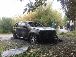 У Чернівцях вночі підпалили авто BMW X5 (фото)