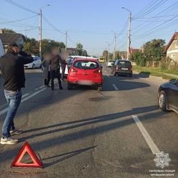 У Чернівцях на Винниченка зіткнулися Кіа та Mitsubishi (фото)