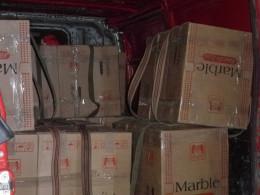 Буковинець зберігав на подвір'ї мікроавтобус, запакований сигаретами