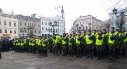 Близько 300 поліцейських та нацгвардійців охороняли мітинг ЛГБТ у Чернівцях