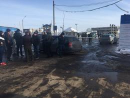 На Буковині група людей блокували пункт пропуску на кордоні з Румунією (фото+відео)