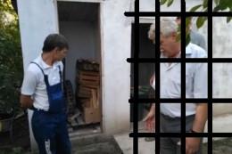На Буковині чиновники міської ради незаконно проникли на територію домогосподарства журналіста