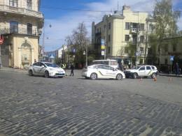В центрі Чернівців легковик збив жінку