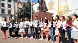 На Центральній площі у Чернівцях вшанували пам'ять загиблих журналістів