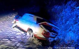 На Буковині ВАЗ з'їхав у кювет, постраждала пасажирка (фото)
