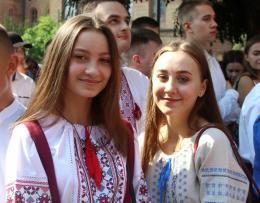 У Чернівцях біля двох тисяч першокурсників ЧНУ прийняли присягу студента (фото)